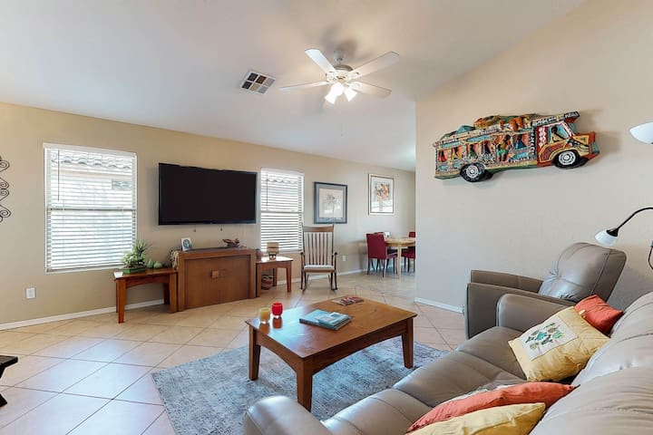 Colorful home close to Spring Training & golf with private BBQ & free WiFi
