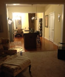 Nicely Decorated Town Home End Unit - Summerville - Rekkehus