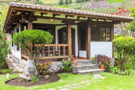Mountain retreat 4 km from town - Banos - House