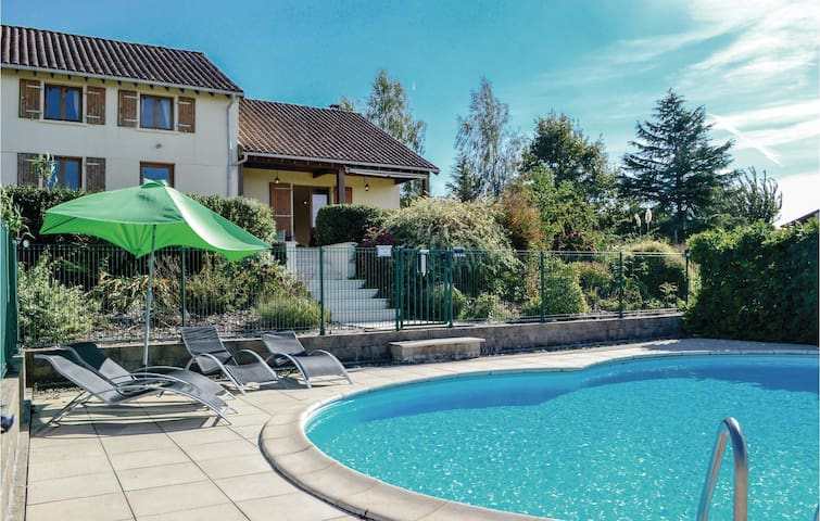 Holiday cottage with 3 bedrooms on 146m² in St. Saud Lacoussiere
