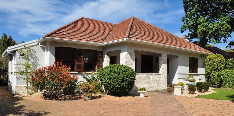 Casa Mila sleeps 10 in Newlands prime location