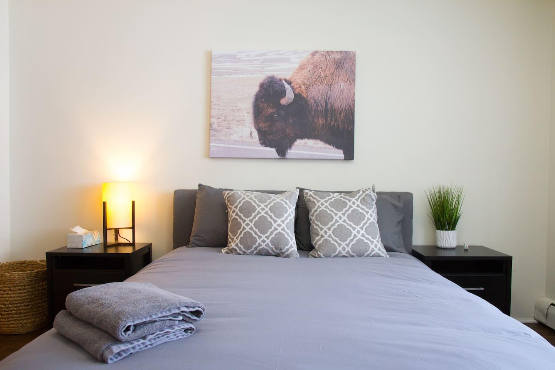 Master bedroom w/ tempurpedic memory foam mattress