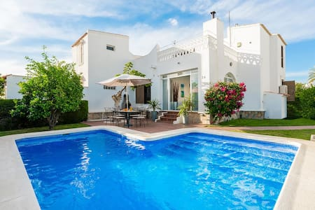 Villa with private pool - Playa Flamenca