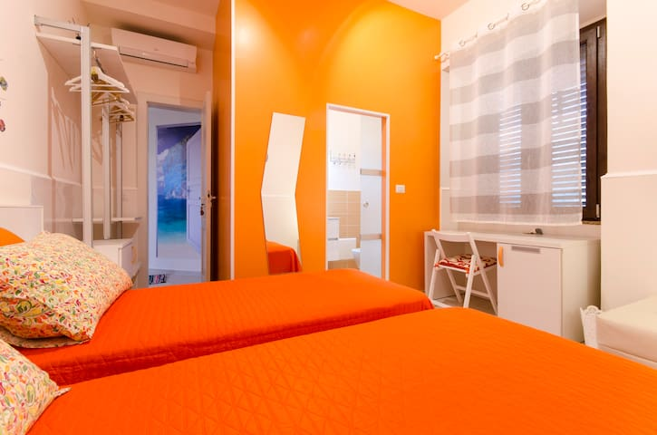 ORANGE ROOM - Reggio Calabria - บ้าน