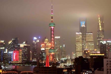 【SIXIANG上海 · 外滩】超大空间,直角飘窗大房,宝格丽同款景观,超美的东方明珠和黄浦江夜景