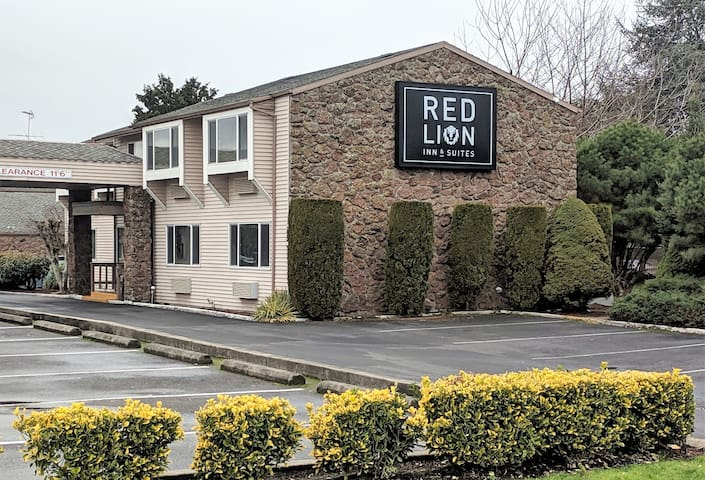 2 Beds at Red Lion Inn
