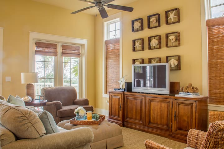 Enjoy entertainment with HD Flat Screen TV and DVD