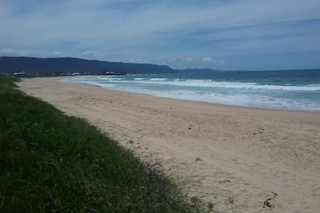 Spacious granny flat, short walk to beach - Woonona