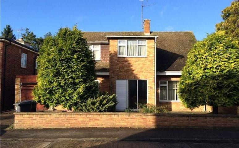 Large Double Bedroom detached 4 Bed Chelmsford
