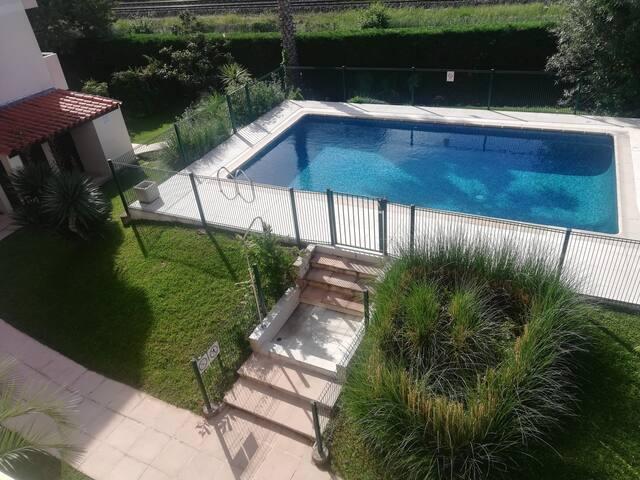 Superbe 2 pièces Golfe-Juan/ piscine/terrasse 15m2
