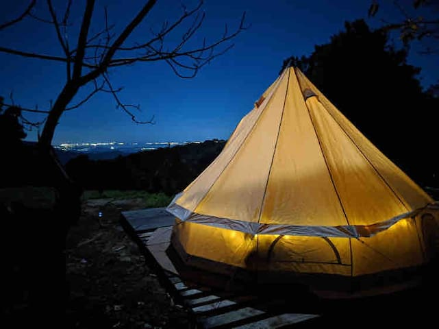 """Escarpment Glamping - """"The Chicken Shed"""""""