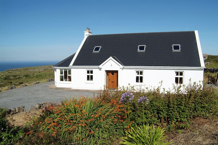 Cosy family cottage. Atlantic Views - Lisdoonvarna - Hus