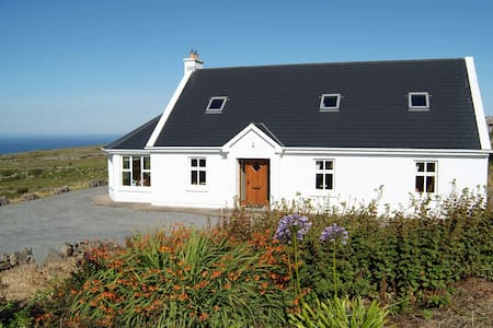 Cottage with stunning sea views - Lisdoonvarna