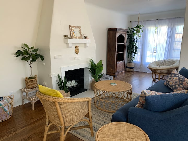 Spanish bungalow in Midtown sleeps 6