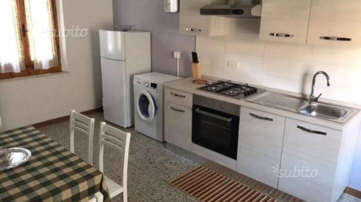 Piccolo appartamento centro storico Magliano in T