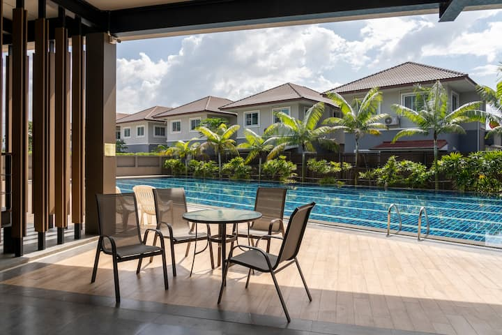 3 bedroom luxury village with Pool and Gym