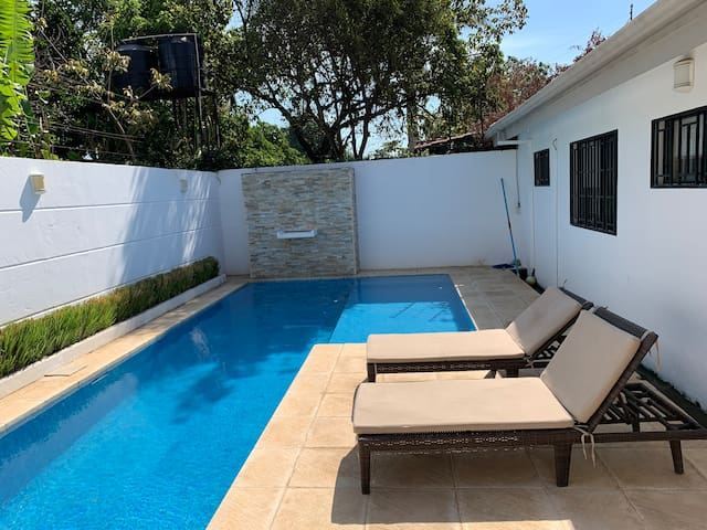 Home with private pool, gated-casa con piscina