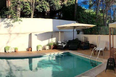 Habitacion en piso con Piscina en Arturo Soria - Madrid - Leilighet