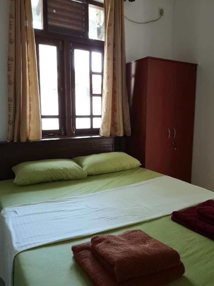 Accommodation Near  Airport Clean Rooms Comfy Beds