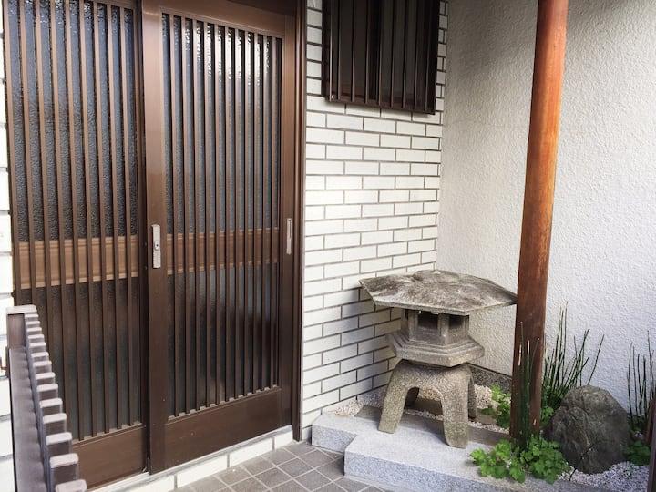 逸客館 京都下京區 感受京都式生活步调 一楼简约和室1-2人房