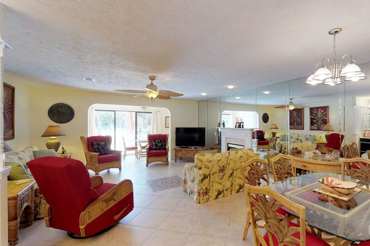 Conveniently located condo w/shared pool & tennis - on-site golf, walk to beach!