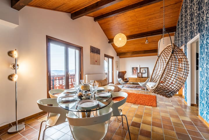 Admire the lake and Swiss coast from the hanging nest