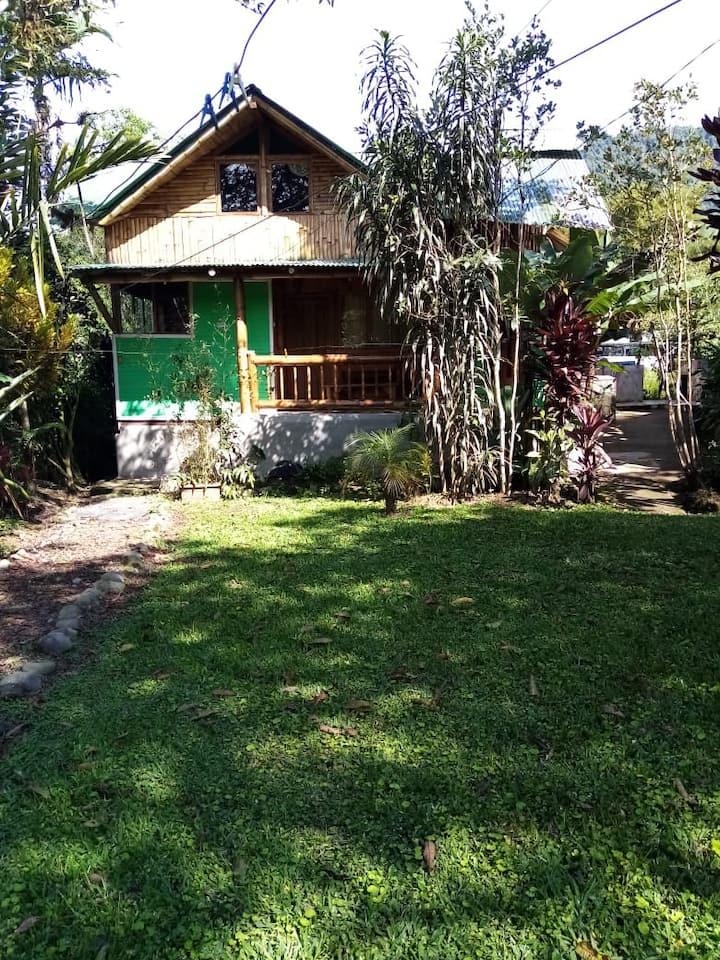 Hermosa cabaña con un fabuloso ambiente en Mindo