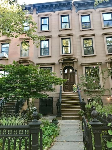 Prime Brownstone Brooklyn Apartment with Garden