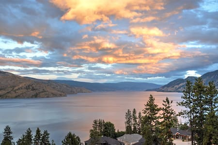 PANORAMIC VIEWS of OKANAGAN LAKE! - Peachland