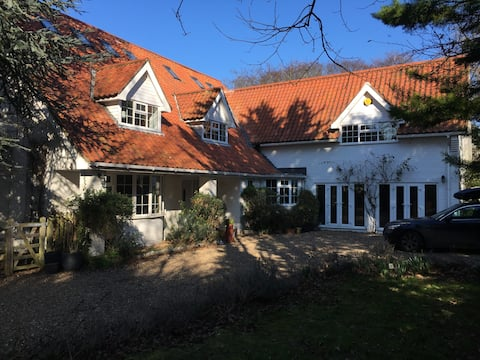 Coastal retreat fully self contained  free parking