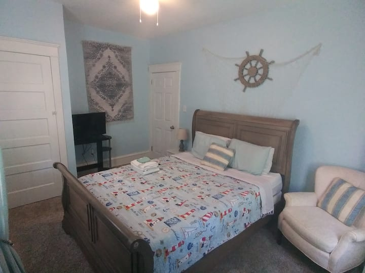 Beachy Queen room in the heart of Wilmington DE
