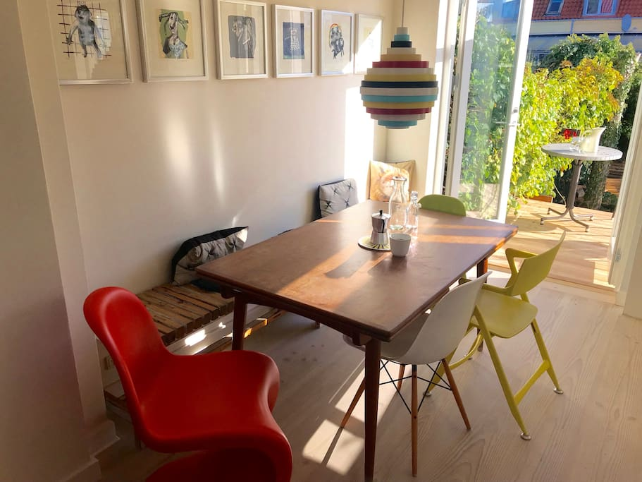 Cosy dining table area