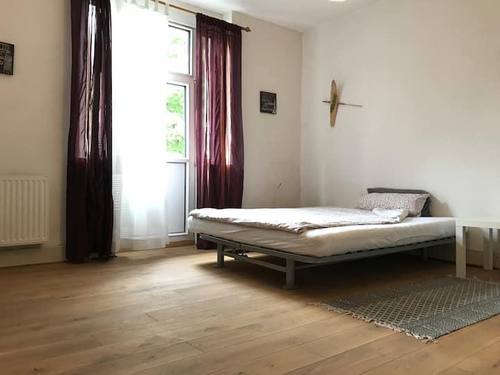 Sonniges Zimmer in Gründerzeitvilla