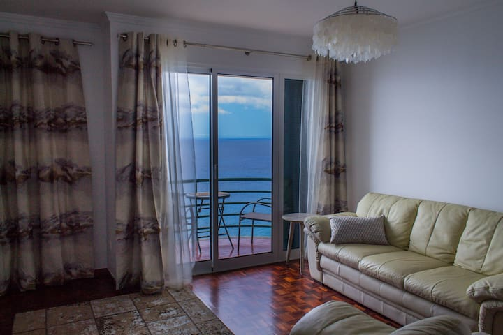 Above the Sea Apartment with 180º superb sea view
