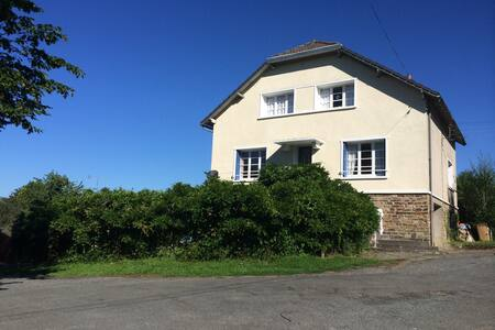 Private family holiday home in central village - Jumilhac-le-Grand - 独立屋