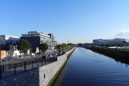 Modern Double Room in Grand Canal Dock - Ringsend