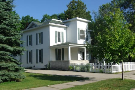 Charlevoix Multi-Family Home - Charlevoix - Дом