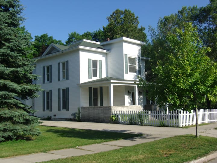 Charlevoix Multi Family Home. Sleeps up to 18