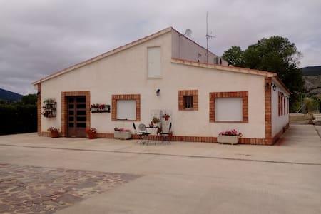 Casa rural en Onil, 30´de playa dormitorio matrimo - Onil - Dom