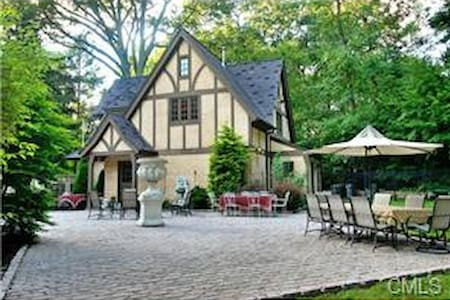 Luxury Guest House in Fairfield, CT - Fairfield