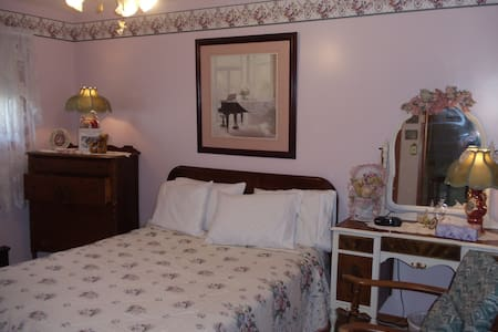 LAKESIDE HOLIDAYS RESORT B & B - Tweed - Bed & Breakfast