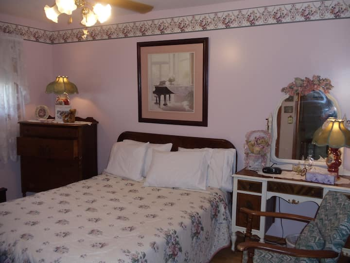 LAKESIDE HOLIDAYS RESORT B & B Victorian room
