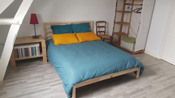 Chambre spacieuse, idéalement située à Fougères
