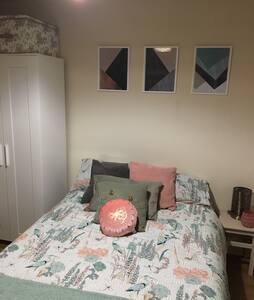 Cosy double bedroom in quiet road. - Portsmouth - Rumah