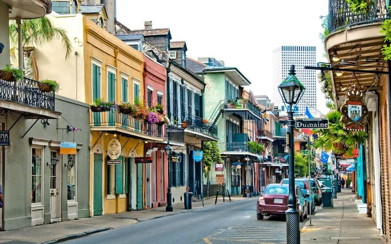 SPECIAL DEAL! Amazing Getaway In French Quarter :)