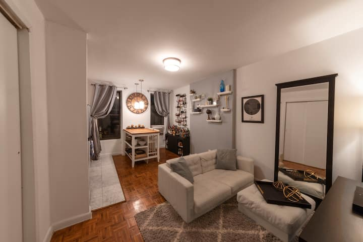 Furnished Smart 1 Bed Apartment in Hells Kitchen