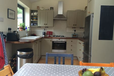 Modernised house with big garden and ample parking - Kidlington - Huis