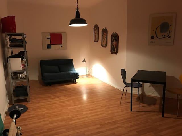 Gut angebundene kleine Wohnung für Durchreisende