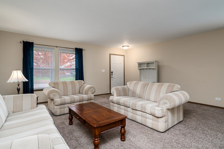 Business Friendly Newer  Home!