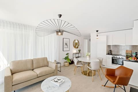 NEW spacious 1BR near EHL Balcony - Host 3 guests